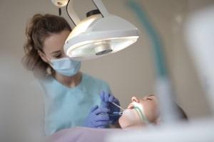 Erfaringer er godt når en tandlæge som her arbejder med tilbud som Inman Aligner eller Invisalign i København