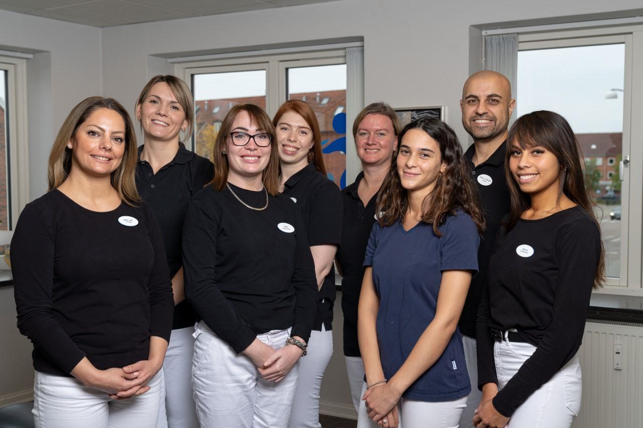 Tandlægerne-på-Hvidovre-Tandklinik-kan-hjælpe-med-tandrensning